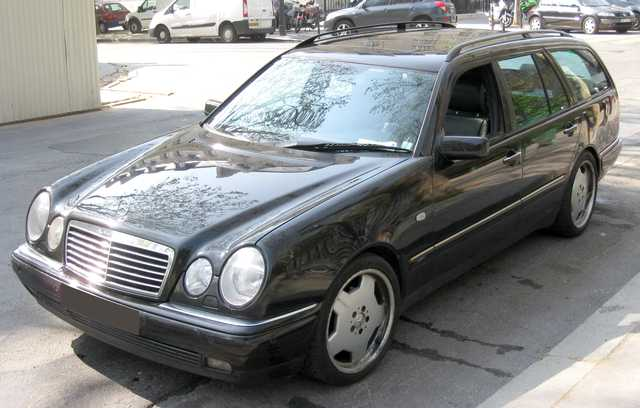 VOITURE MERCEDES BENZ E TD 290 AVANTGARDE AUTOMATIQUE