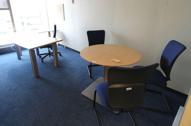 Mobilier steelcase 2 bureaux avec retour 2 caissons 1 fauteuil de bureau 2 fauteuils de reunion 3 c - Fauteuil de bureau steelcase ...
