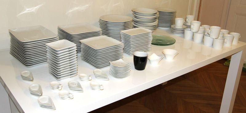 guy degrenne partie de service en porcelaine blanche comprenant 15 grands assiettes rectangulaires. Black Bedroom Furniture Sets. Home Design Ideas