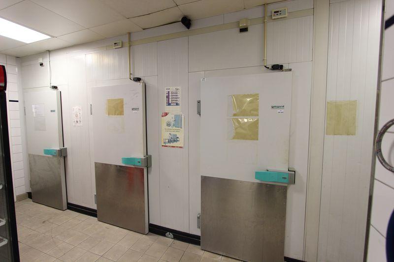 4 chambres froides dagard avec 4 unites de refrigeration for Luminaire chambre froide