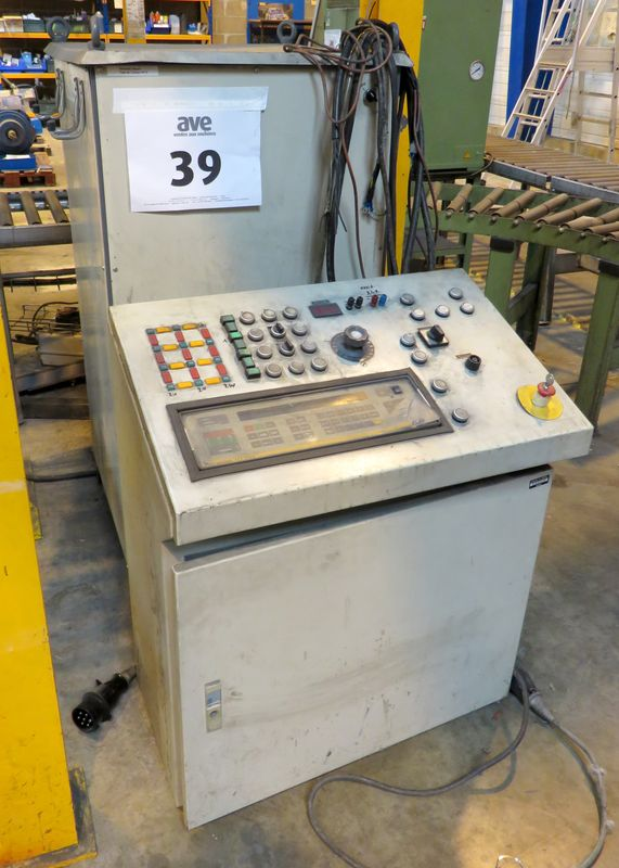 MACHINE DEMARQUE PRUFTECHNIK DE TYPE DRTMOG ON Y JOINT SA CONSOLE DE COMMANDE.