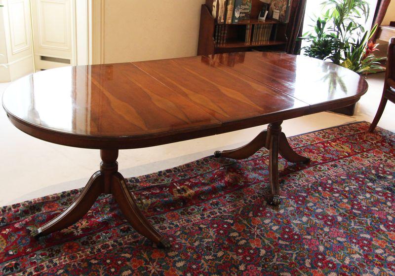 Table De Salle A Manger A Plateau Ovale De Style Regency