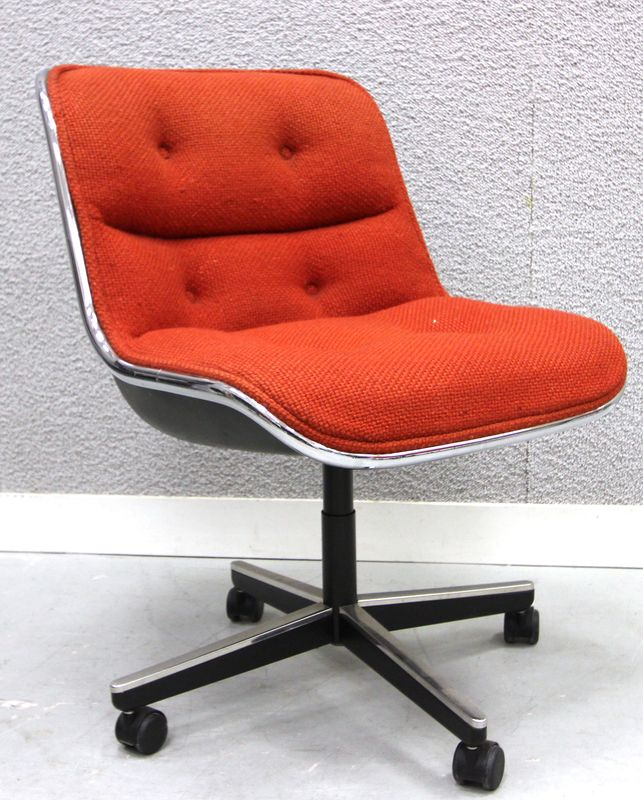 "LOT 4. 8 UNITES. FAUTEUIL DE BUREAU. MODELE ""EXECUTIVE CONFERENCE CHAIR WITH ARM""  D'APRES CHARLES POLLOCK (1930-2013). EDITION KNOLL. GARNITURE DE LAINE DE COULEUR ORANGE FONCE CAPITONNEE. SUR ROULETTES. (USURES ET ALTERATIONS). 79 X 58 X 55 CM."