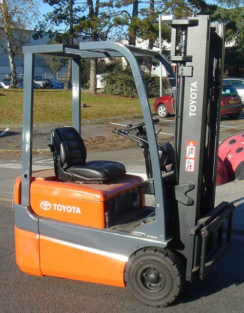 CHARIOT ELEVATEUR TOYOTA FBESF15 1500 KG 1500 KG