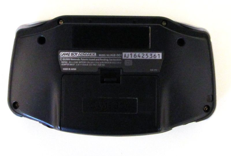 NINTENDO. GAME BOY ADVANCE MODELE AGB-001. COLORI NOIR. RECONDITIONNE. EN L'ETAT.  1 UNITE.