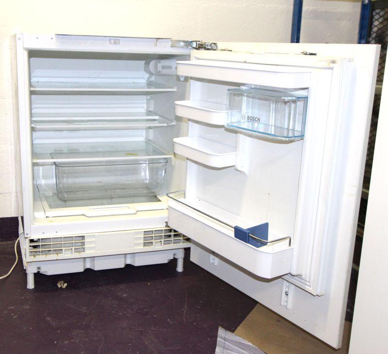 refrigerateur encastrable de marque bosch modele fd8801 avec porte de cuisine fixee dessus dimensio. Black Bedroom Furniture Sets. Home Design Ideas