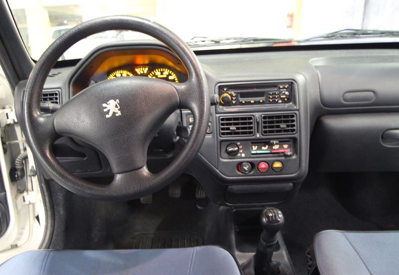 VOITURE PEUGEOT 106 POP-ART 1.1I  2003